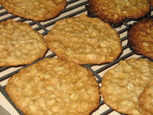Whole Grain Thin And Crispy Oatmeal Cookies