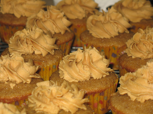Vanilla Chai Cupcakes With Peanut Butter Frosting