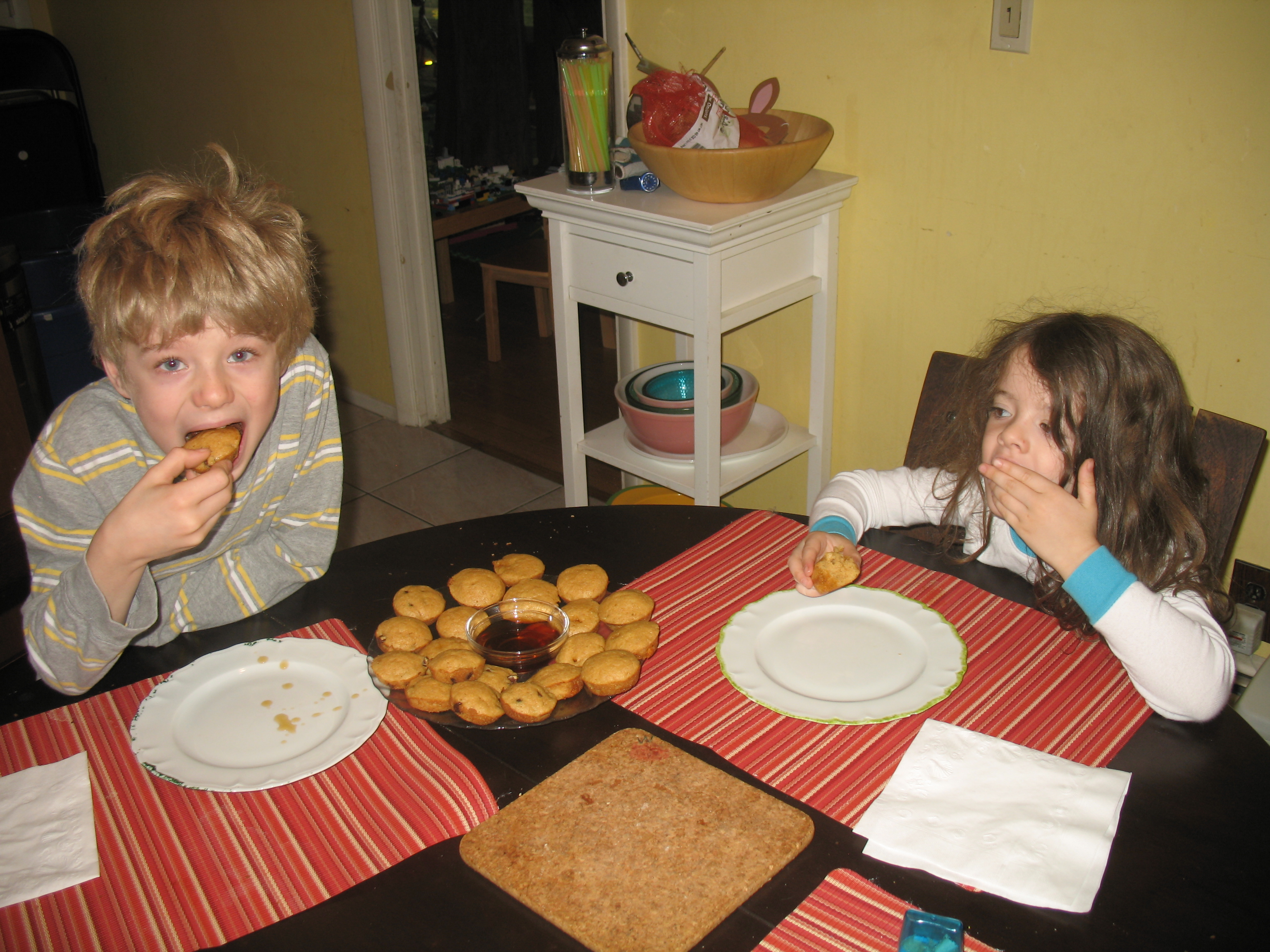 Nathaniel and Juliet eating mini muffins