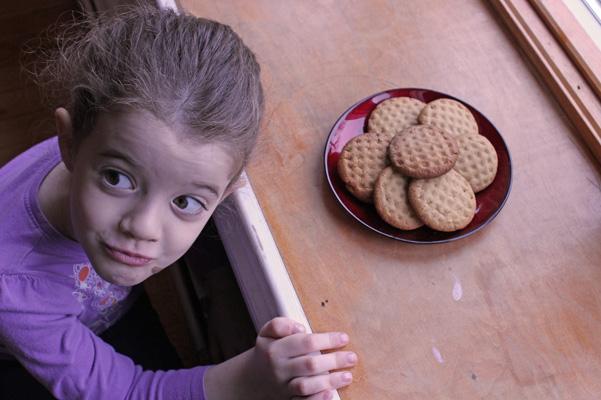 Juliet with cookies