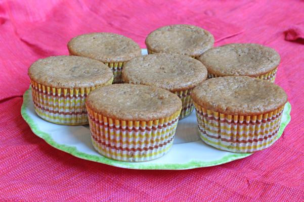chai spiced vanilla bean muffins
