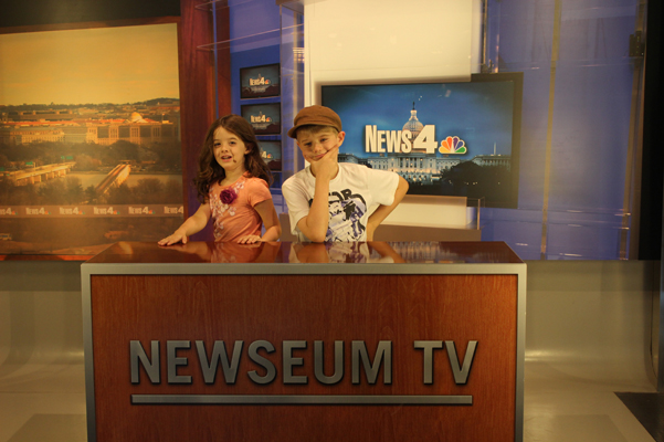 kids at newsdesk in Washington DC